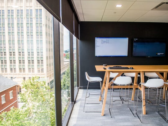 Communal workspaces were placed alongside the floor-to-ceiling