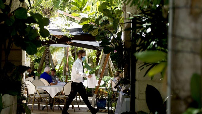 A new emergency order prohibits Palm Beach restaurants from serving food or alcohol for on-site consumption between the hours of 10 p.m. and 6 a.m.