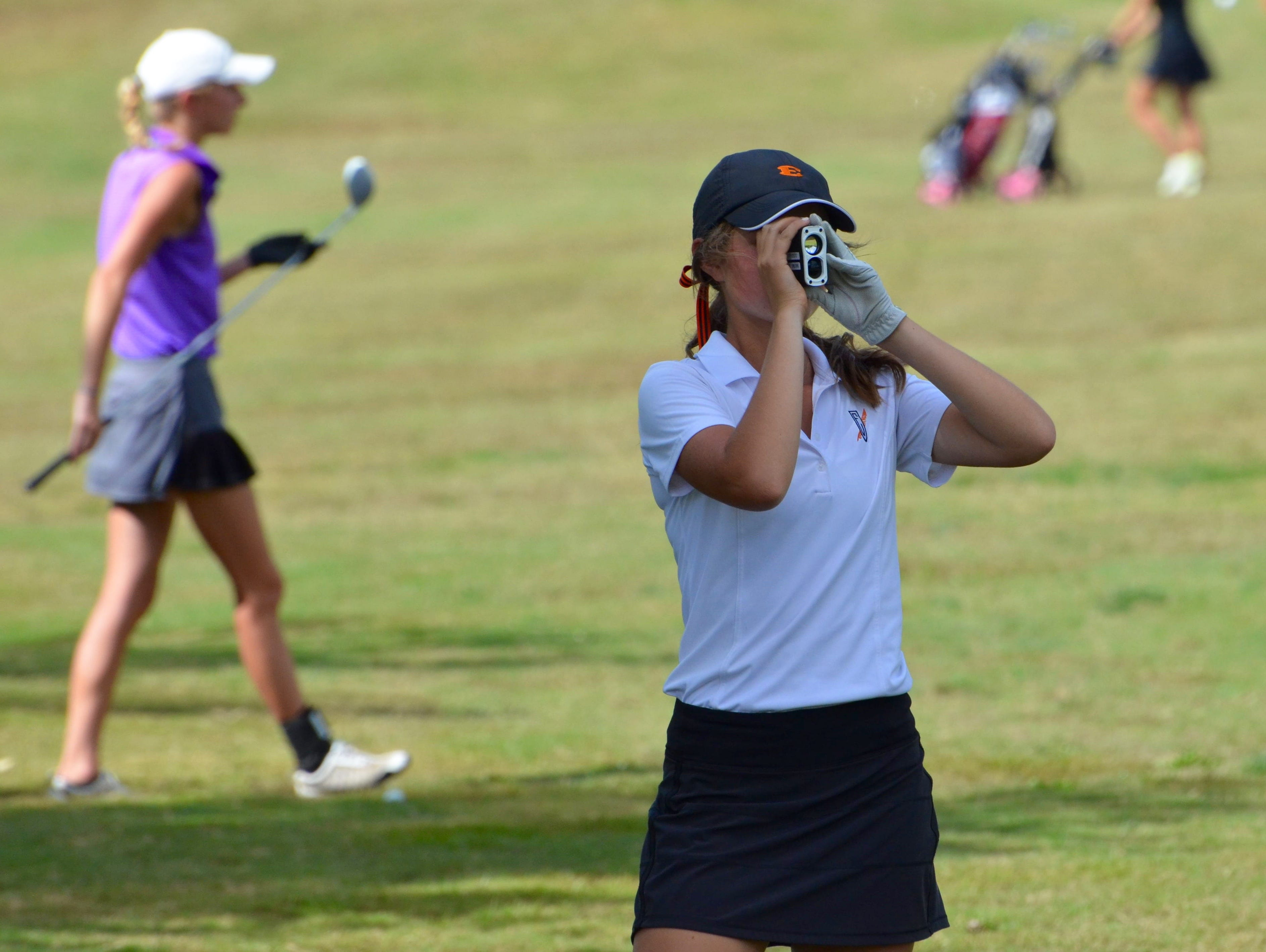 Ensworth's Carolina Frist uses her RangeFinder during Tuesday's championship round.