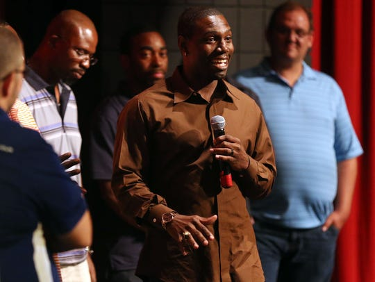 Former Riverdale star Fernando Bryant speaks at a 20-year reunion of the 1994 Warrior state championship in 2014.