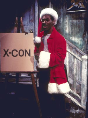 Eddie Murphy spreads Christmas cheer as Mr. Robinson in one of 'SNL's best holiday sketches.