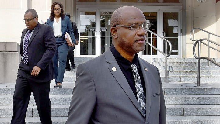 Judge dismisses public records suit against mayor