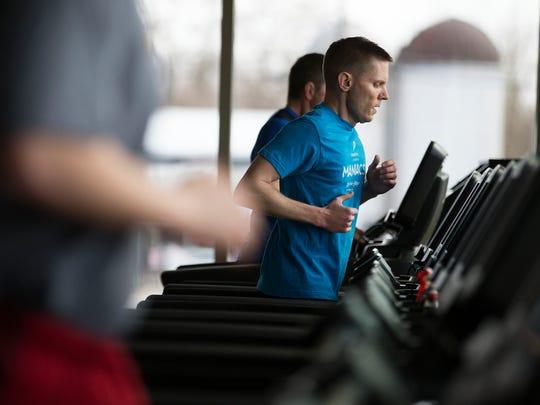 Andy Tempest menjalankan treadmill dalam ekspansi baru di Eastside Family Branch YMCA di Penfield pada Sabtu, 28 Maret 2015.