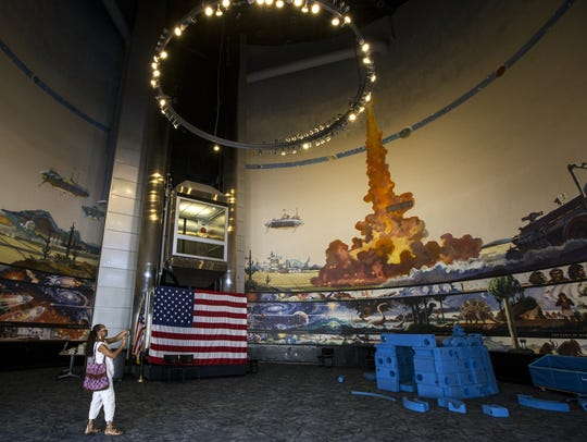 Sheila Pickett takes a photo of Robert McCall's 360-degree