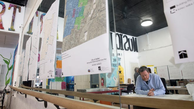 Project manager Jim Strozier, a principal at Consensus Planning, works on street diagrams on Thursday during a Metropolitan Redevelopment Area meeting for downtown Aztec.