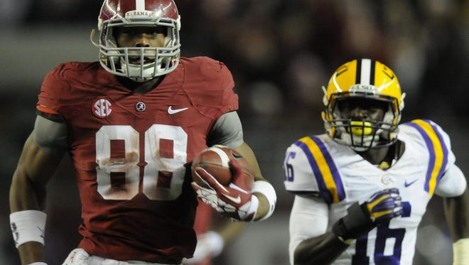 Alabama tight end O.J. Howard scores a touchdown against LSU on Nov. 9, 2013, in Tuscaloosa.
