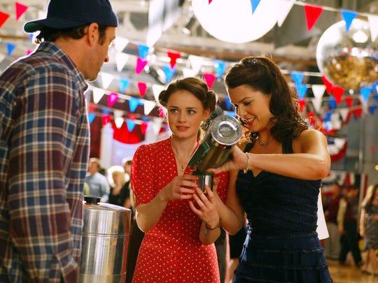 Alexis Bledel as Rory and Lauren Graham as Lorelai on 'Gilmore Girls.'