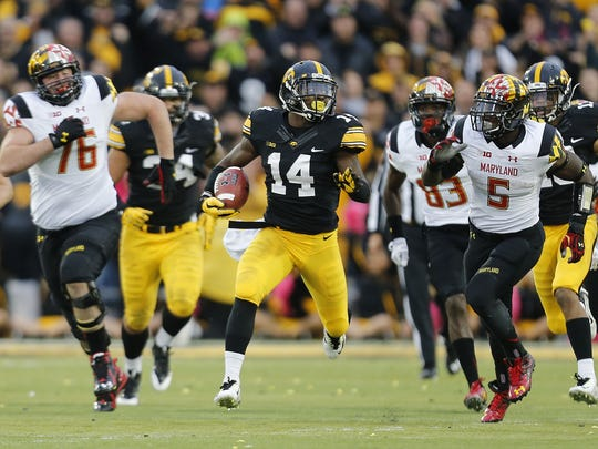 Iowa cornerback Desmond King announced on Tuesday that he was going to return to the Hawkeyes for his senior season. The Jim Thorpe Award winner caught a school-record tying eight interceptions and earned All-American honors.