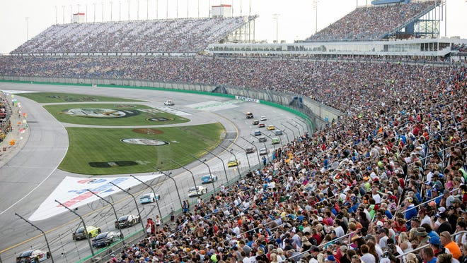 An approximate 100,000 fans filled Kentucky Speedway on Saturday for the Quaker State 400. 7/11/15