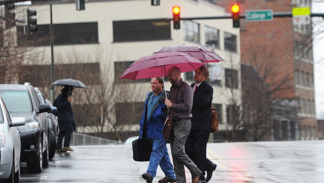FILE PHOTO: Rain falls on downtown commuters Monday morning Jan. 26, 2015.