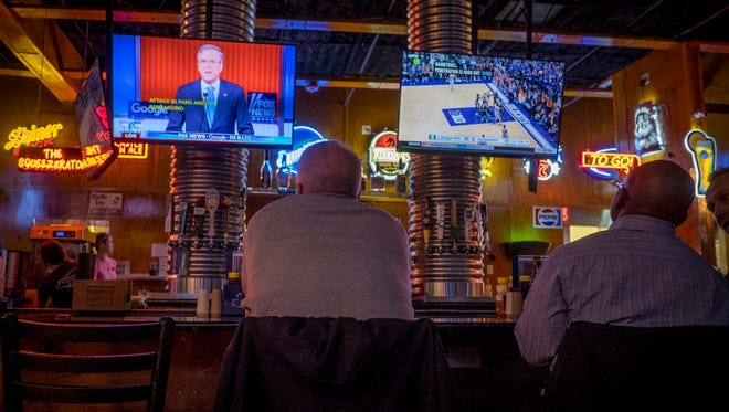 Patrons of Jethro's BBQ 'n Bacon Bacon watch the Republican debate in Des Moines on Jan. 28, 2016.