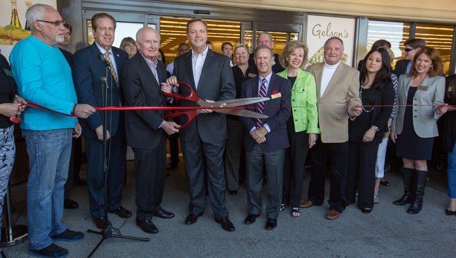 Gelson's Markets ribbon cutting January 28 in Rancho Mirage. From left to right: Council Member Richard Kite, Mayor Dana Hobart, Gelson's President/CEO Rob McDougall, Mayor Pro Tem Ted Weill, Council Member Iris Smotrich, and Council Member Charles Townsend.