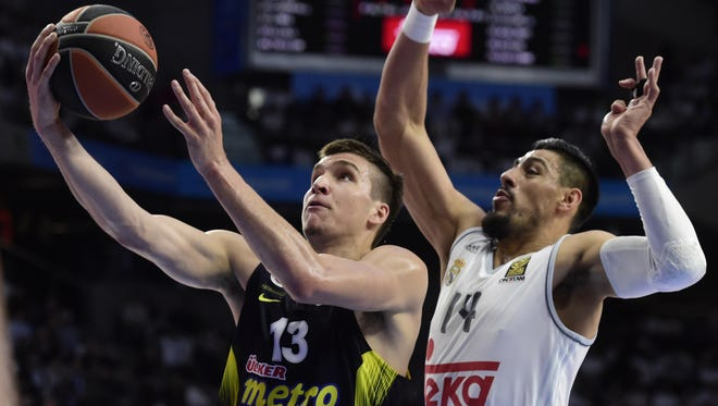 Bogdan Bogdanovic drives past Gustavo Ayon during a Euroleague Game 3 playoff game on April 19, 2016.