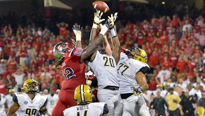 Western Kentucky offensive lineman Darrell Williams Jr. (62) fights for possession with Vanderbilt linebacker Oren Burks (20) and defensive tackle Nifae Lealao (77) on a two-point conversion in overtime last season. The attempt failed and Vanderbilt won 31-30 on Sept. 24, 2016.
