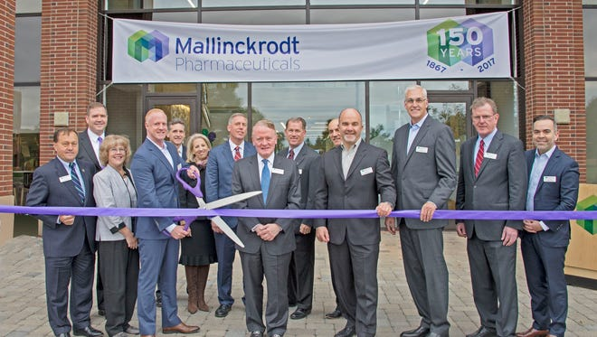 U.S. Congressman Leonard Lance (NJ-7) joins Mallinckrodt Pharmaceuticals executives, New Jersey state legislators, local dignitaries and members of the Bedminster community to officially open Mallinckrodt's Bedminster Specialty Brands office, which will house a workforce of nearly 500 employees.
