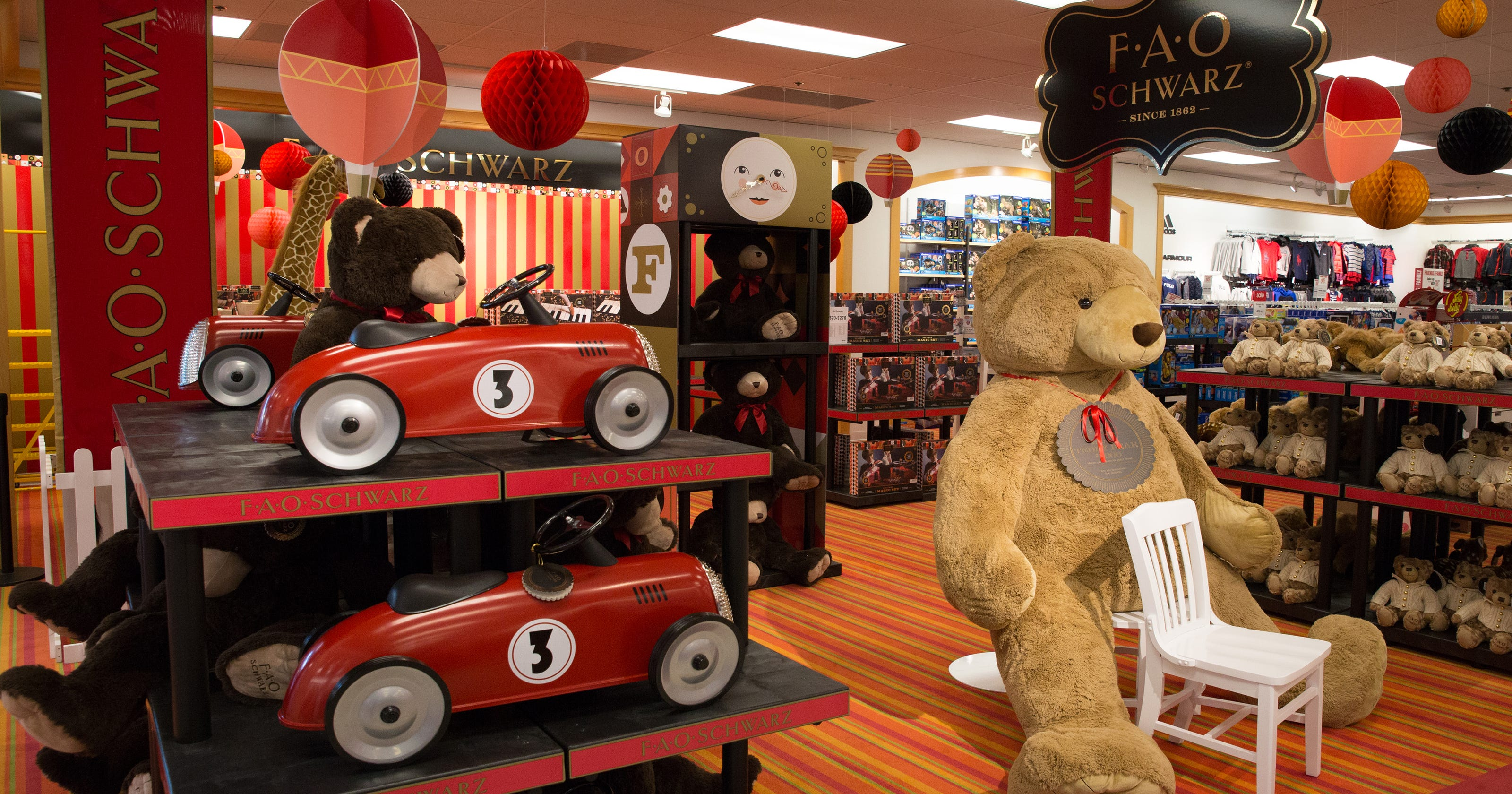 Fao Schwarz Opens In Des Moines Younkers Stores