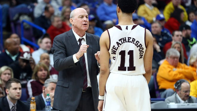 Mississippi State head coach Ben Howland and senior guard Quinndary Weatherspoon will try to live up to the high expectations many fans have for Bulldogs basketball this season. Mandatory Credit: Billy Hurst-USA TODAY Sports