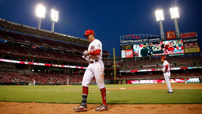 Cincinnati Reds first baseman Joey Votto (19) walks back to the dugout after grounding out in the fifth inning.