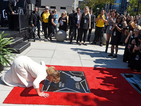 Faith Hill kisses her new star on the Walk of Fame.