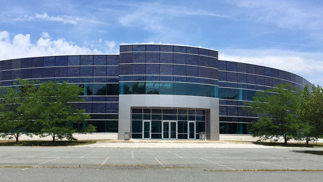 Delaware has agreed to provide Del Monte with nearly $1 million grant to create jobs at a shuttered Pencader Center building in Glasgow.