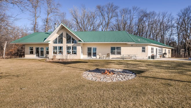 This one level home offers fantastically uninterrupted views of Clearwater Lake.