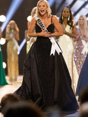 Sarah Rose Summers, Miss Nebraska USA 2018, is crowned
