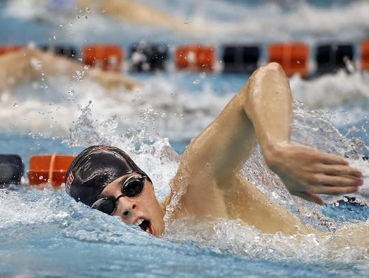 Gettysburg's Jared Herr swims the 500 yard freestyle