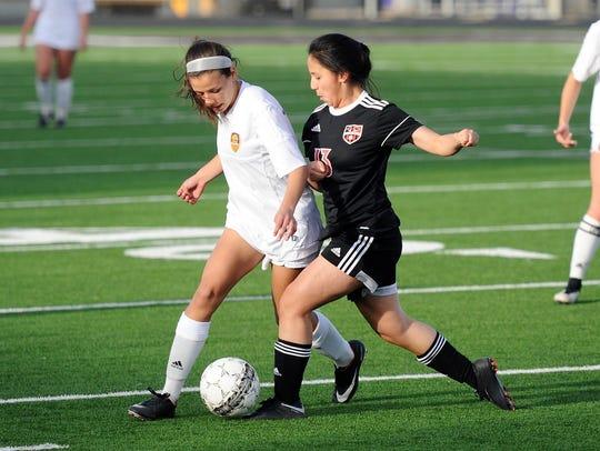 Wylie midfielder Leandra Benton (16) battles a Mineral