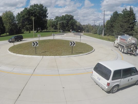 636105868471685859-Chilson-Coon-Lk-roundabout-01.jpg
