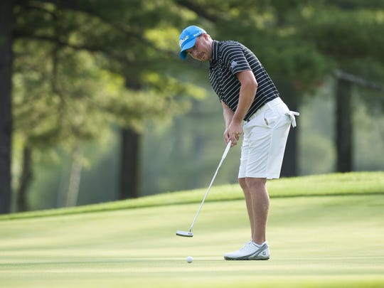 Bryan Smith putts  at the 2016 Vermont Amateur at Ekwanok