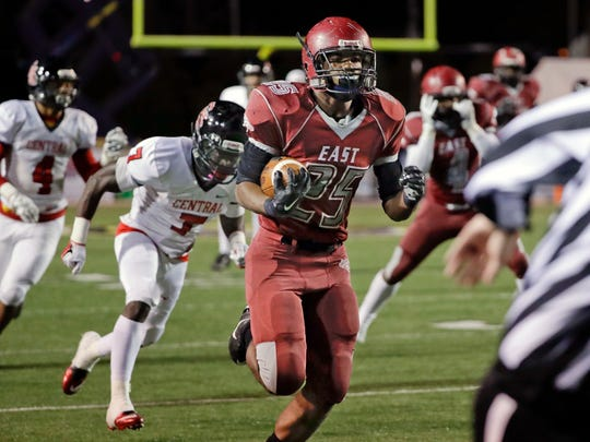 Memphis East linebacker Tarique Barnes (25) is the state's 40th ranked prospect.