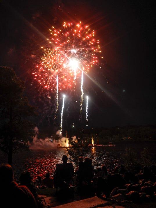 STC 0704 Fireworks 1.jpg