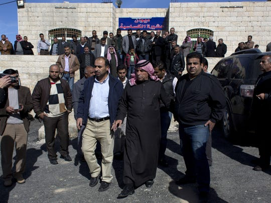 Pilot's father calls for Jordan to avenge son's slaying