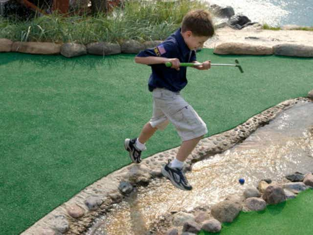 10 Miniature Golf Courses To Enjoy With Your Family In Milwaukee