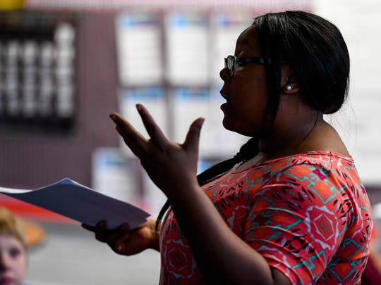 Writing teacher Ebony Baker discusses precepts during