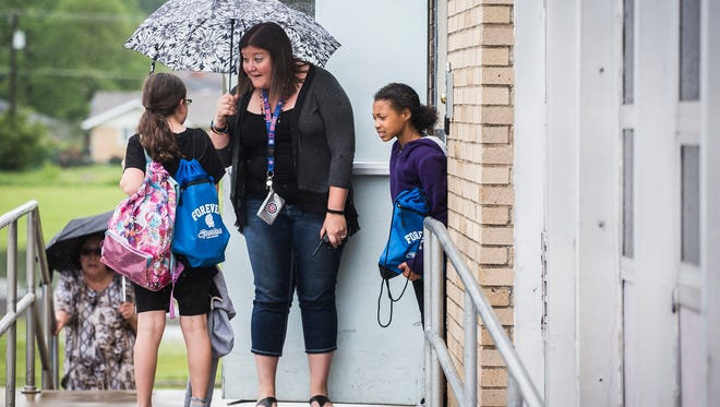 Teacher Deanna Hashman chats with students on the last day of school at Storer Elementary School Wednesday, May 24, 2017.