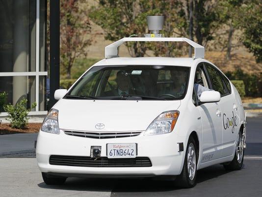 635485648381970274-AP-Driverless-Cars-CAER108