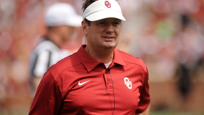Oklahoma Sooners head coach Bob Stoops looks on during the spring game at Gaylord Family Oklahoma Memorial Stadium.
