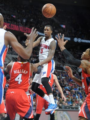 Pistons guard Kentavious Caldwell-Pope dishes to Anthony Tolliver in the second quarter Friday.