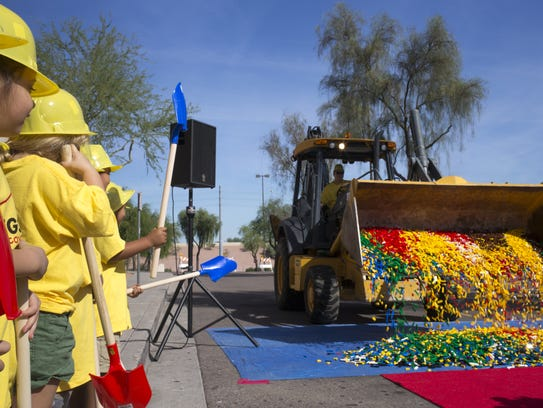 50,000 Lego bricks dumped at Arizona Mills for Legoland ...