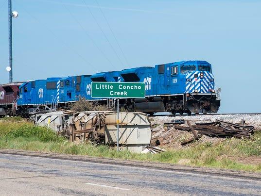 Train derails near Miles