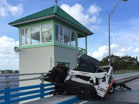 Old-Roosevelt-Bridge-crash-1.JPG