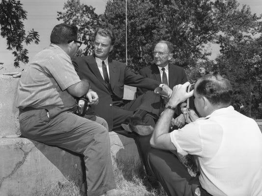 636548035176280051-Billy-Graham-talking-1959.jpg