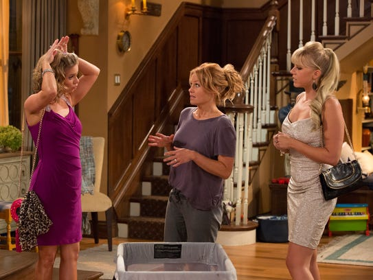 Kimmy (Andrea Barber, left) and Stephanie (Jodie Sweetin,
