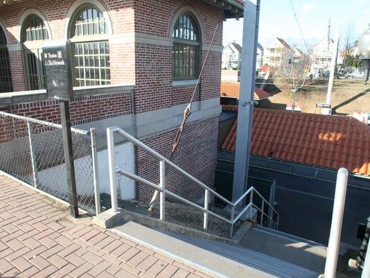 -stairs_JT_1216_58592.jpg_20091216.jpg