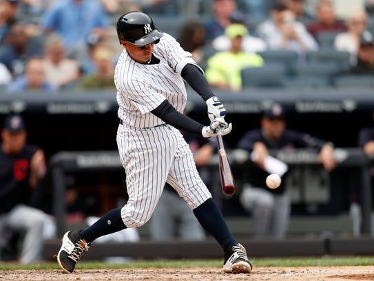 New York Yankees second baseman Ronald Torreyes gets