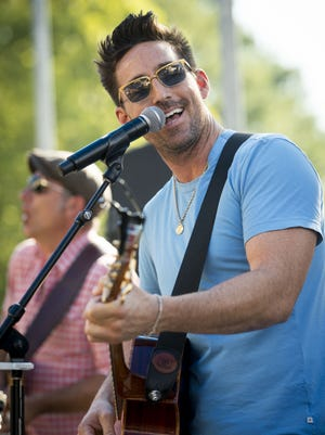 Jake Owen is set to play Great American Ball Park on Aug. 11, 2018.