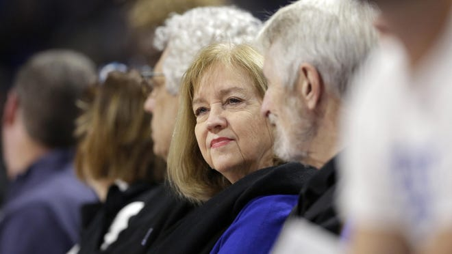 St. Louis Mayor Lyda Krewson attends a basketball game between Saint Louis and Seton Hall in 2019.