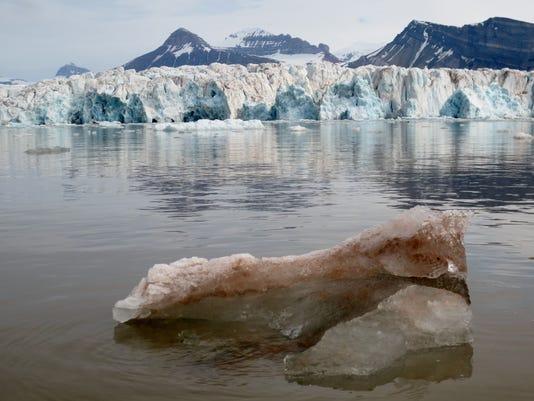 Kronebreen Glacier