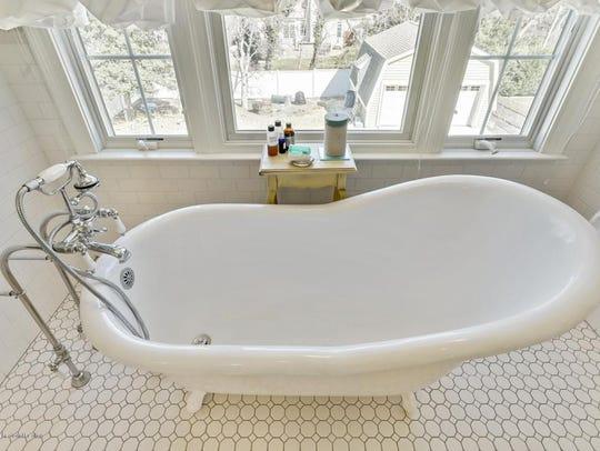 Victorian-Inspires bathtub.